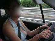 Photos des seins de Marie78000, En voiture