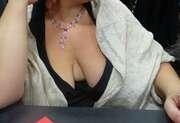 Photos de la lingerie de Blob68, De sortie avec un decoletté plongeant...