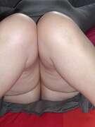 Photos des fesses de Carouso, sous sarobe