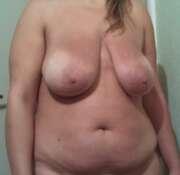 Photos des seins de Ma coquine pour jeu, ma grosse poitrine