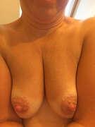 Photos des seins de Exquise, Ma salle de bain, mes seins et mon smartphone !