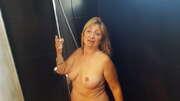 Photos des seins de Gilleshadow, Dans sa douche