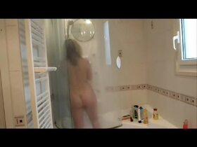 Videos de la sextape de Lisasparrow35, Sous la douche
